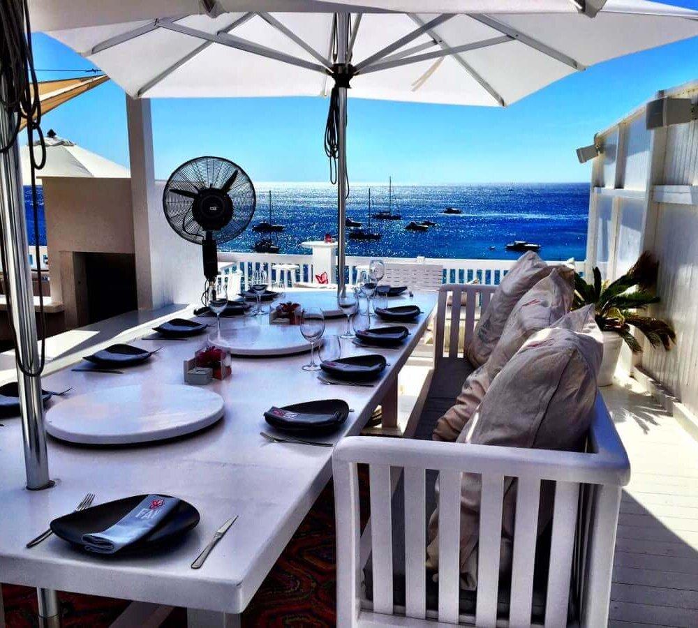 Mittagessen auf Ibiza mit Ausblick