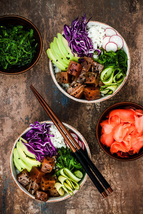 Poke Bowl Superfood Trend mit Algensalat
