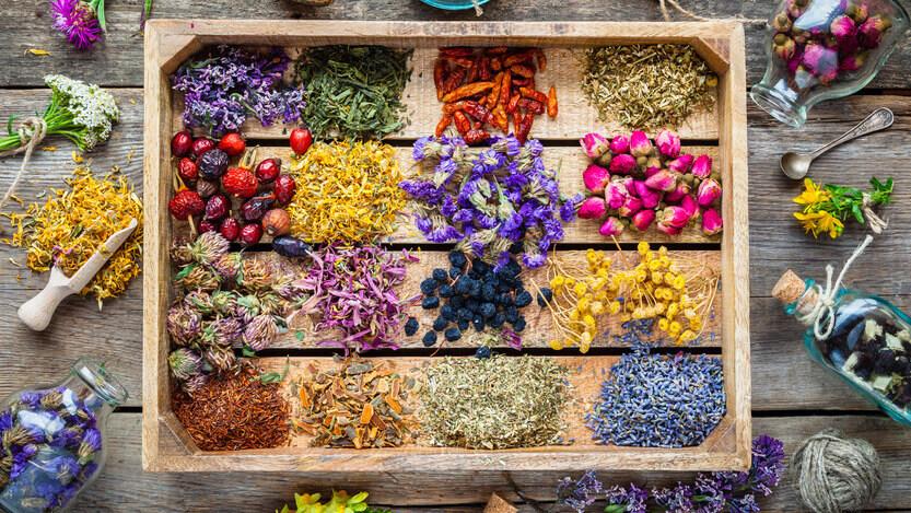 aromatherapie wirkung heilende kräuter auf bild