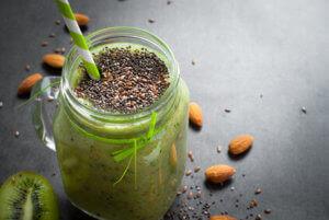 grüner Superfood Smoothie mit Chia Samen